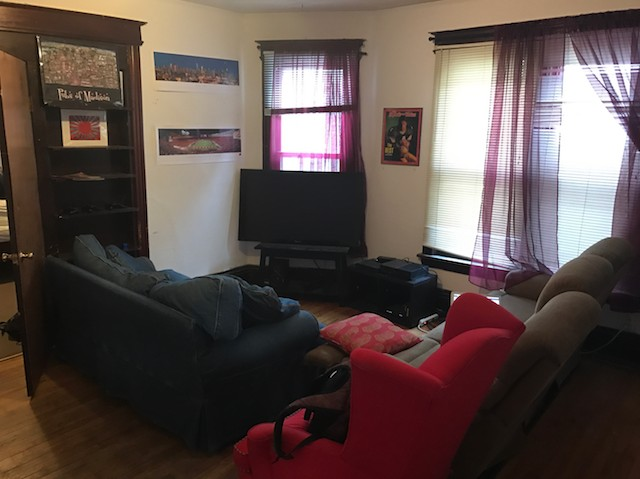 1 Bedroom In A 3 Bedroom Apartment. The Apartment Is The First Floor Of A  House On Mifflin. Room Is 12u0027x13u0027 And Carpeted With High Ceilings.